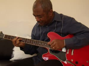 baatin playing guitar